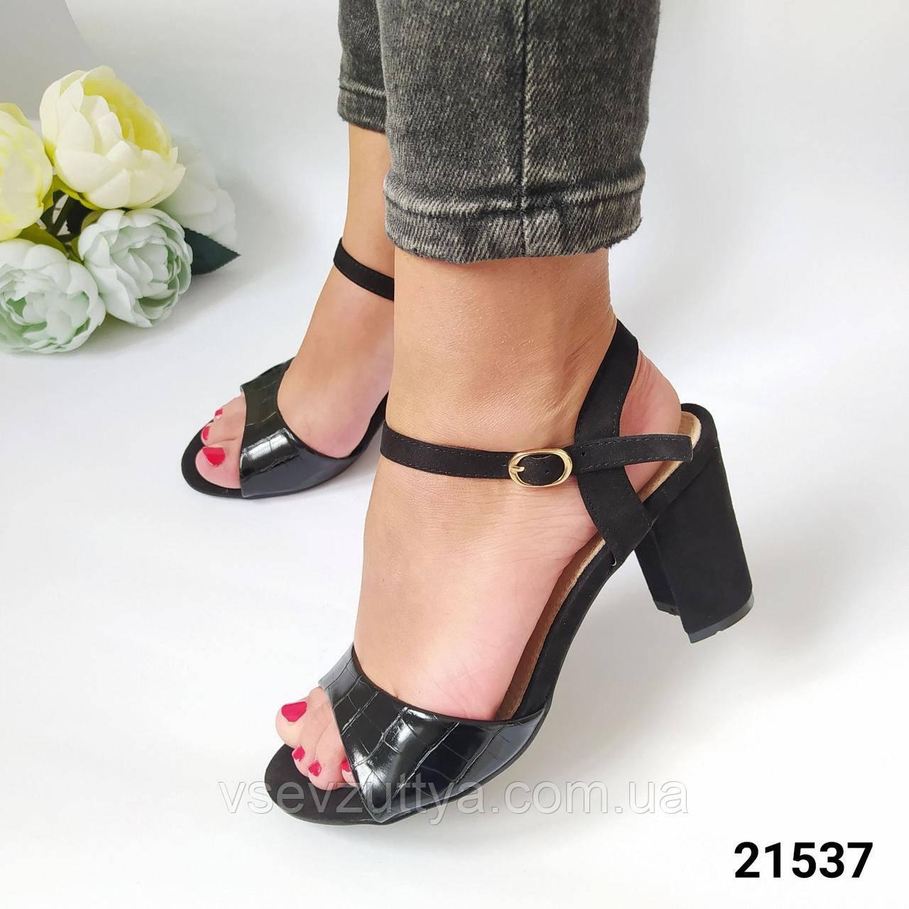 Босоніжки жіночі чорні на каблуку