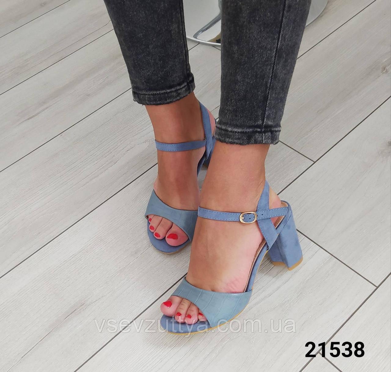 Босоніжки жіночі голубі на каблуку
