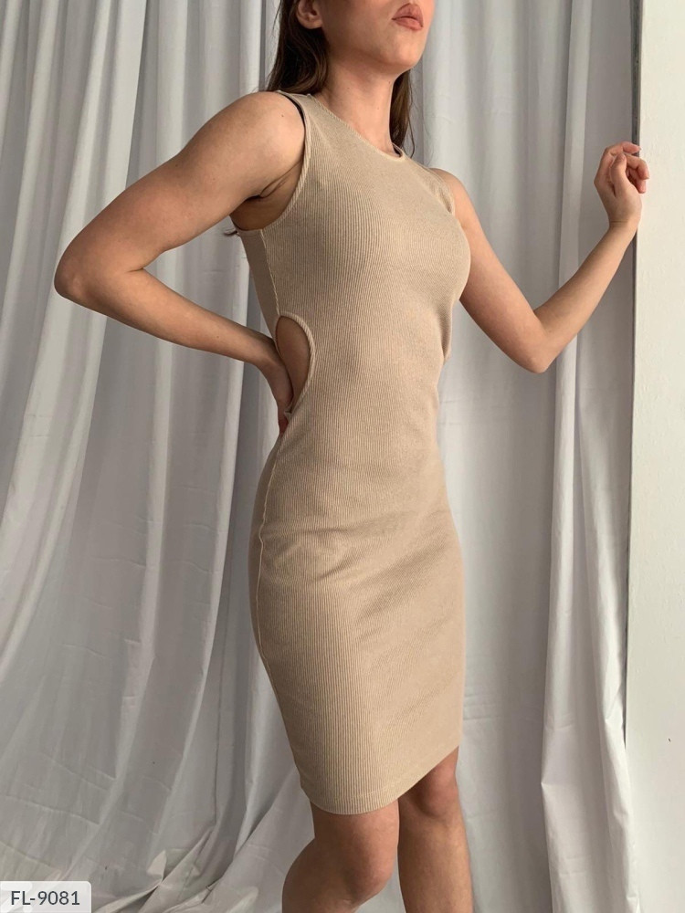 Сукня з розрізами