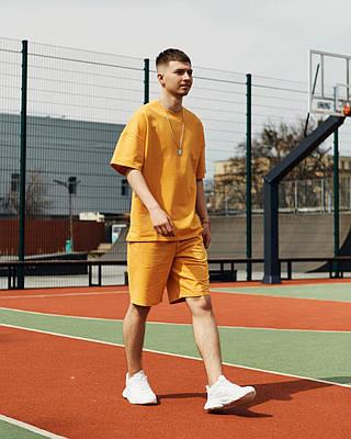 Летний комплект мужской оранжевого цвета шорты + футболка
