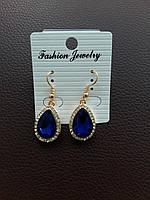 Изумительные сережки с синим камнем в миниатюрных стразах