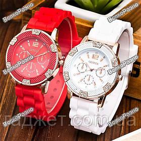 Часы Geneva Michael Kors Crystal красного или белого цвета.