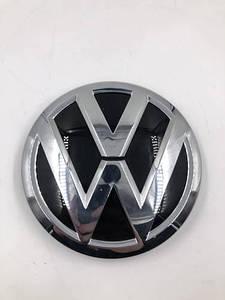 Эмблема значок на решетку радиатора Volkswagen Polo Ameo