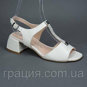 Женские элегантные кожаные босоножки на не большем каблуке