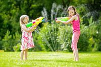 Водные пистолеты и насосы