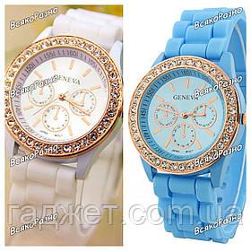 Женские часы Geneva со стразами белого или голубого цвета