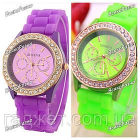 Женские часы Geneva со стразами фиолетового или салатового цвета. Женские часы.