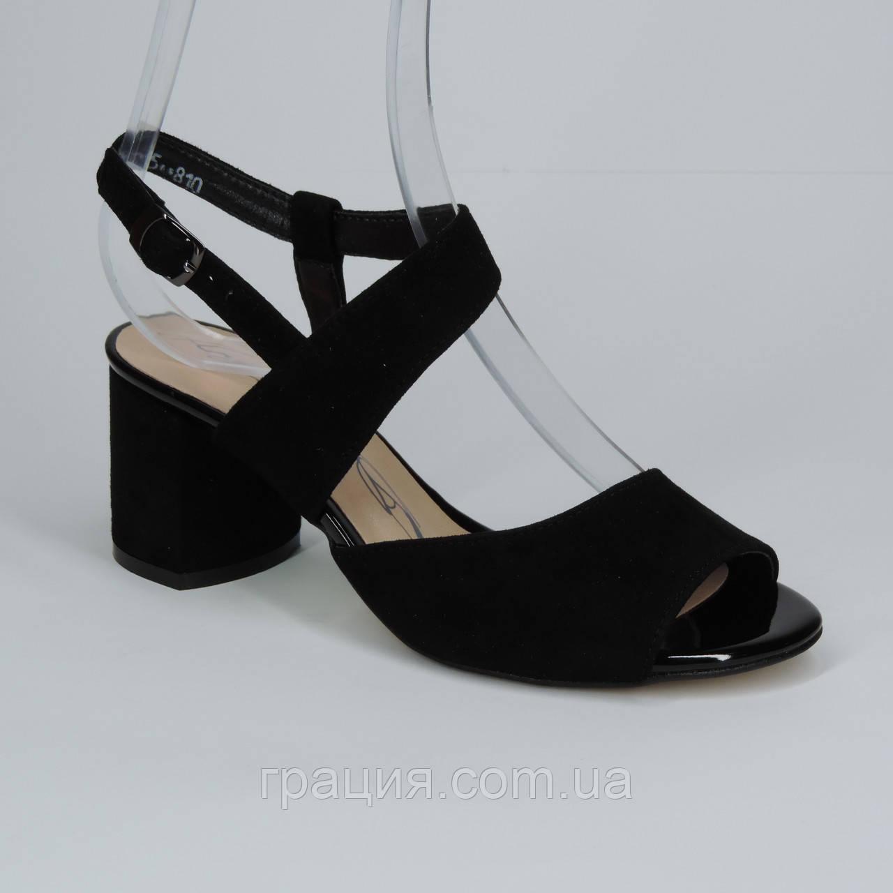 Женские элегантные замшевые босоножки на не большем каблуке