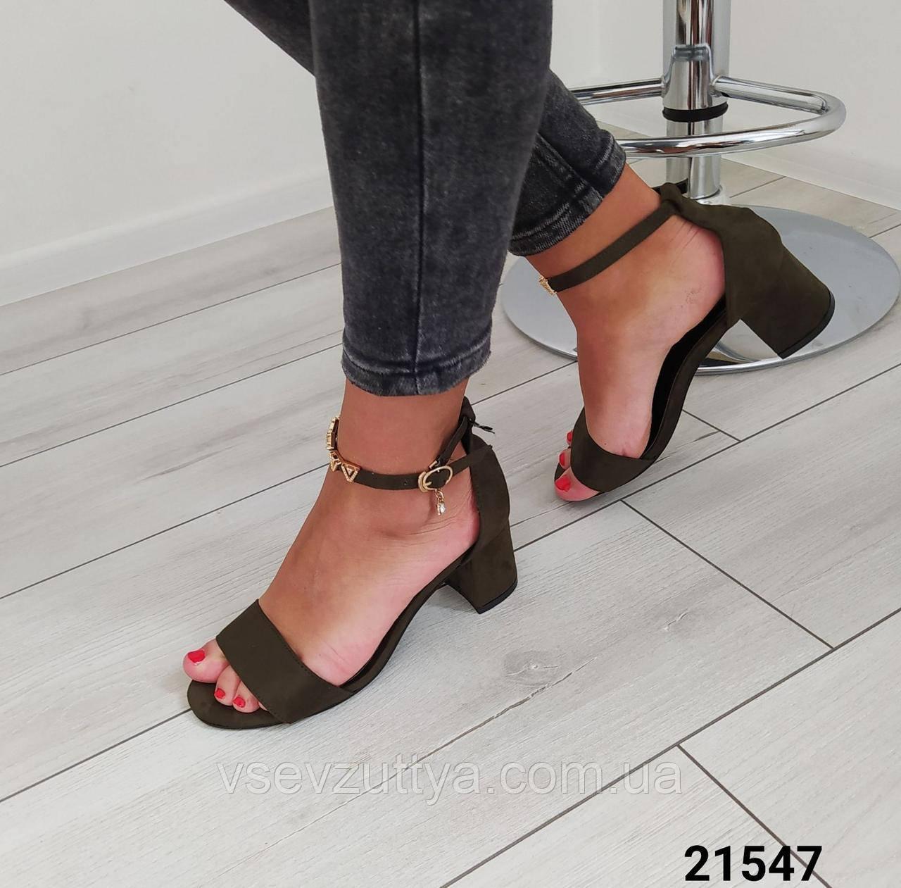 Босоніжки жіночі на каблуку