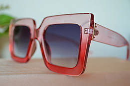 Солнцезащитные очки в полупрозрачной красной оправе