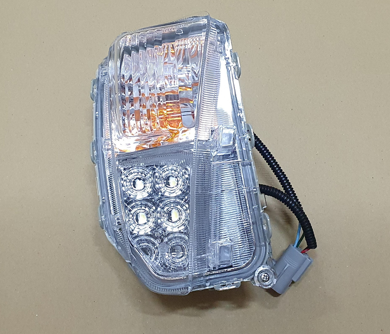 Протитуманна фара Toyota Prius 12-15 LED права Depo 8151147050