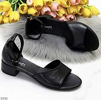 Женские чёрные кожаные босоножки на не высоком каблуке