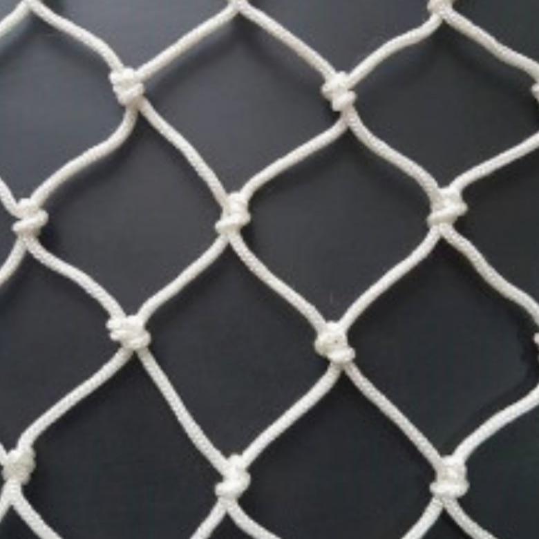 Сетка заградительная капроновая д 4 ячейка 4,5 сетка оградительная защитная сетка.