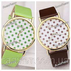 Женские часы Geneva Polka салатового или коричневого цвета.