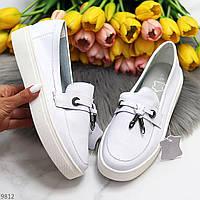Актуальні стильні білі жіночі туфлі мокасини натуральна шкіра