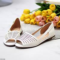 Відкриті білі жіночі туфлі з фігурною перфорацією 2021