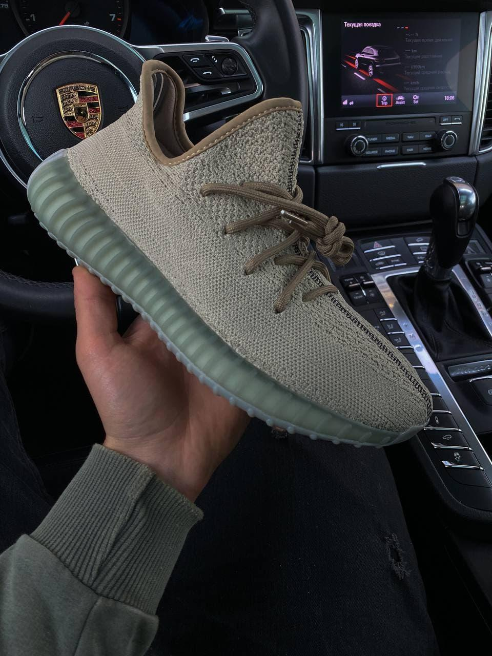 Жіночі кросівки Adidas Yeezy Boost 350 v2