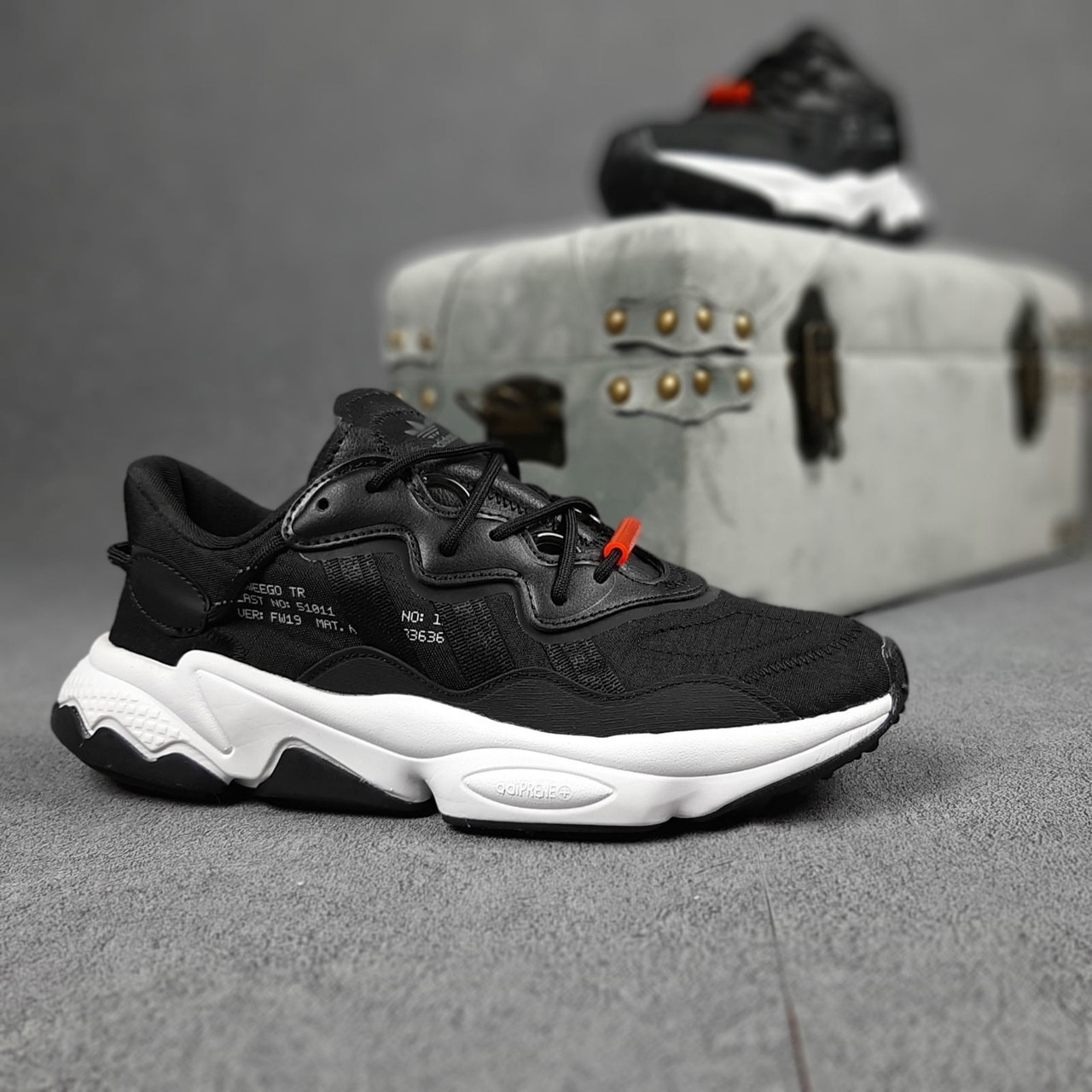 Чоловічі кросівки Adidas Ozweego TR чорні на білому