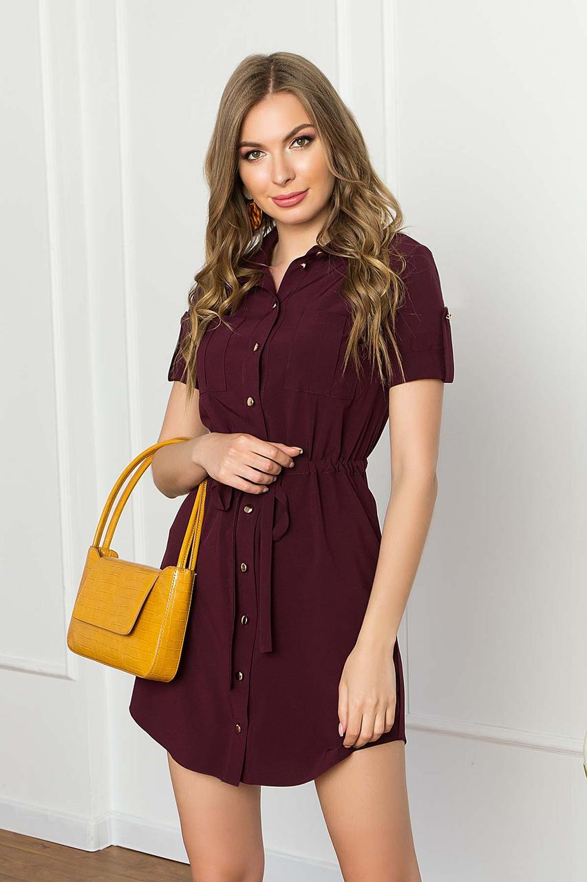 Летнее короткое платье-рубашка из софта с накладными карманами и коротким рукавом. Бордового цвета