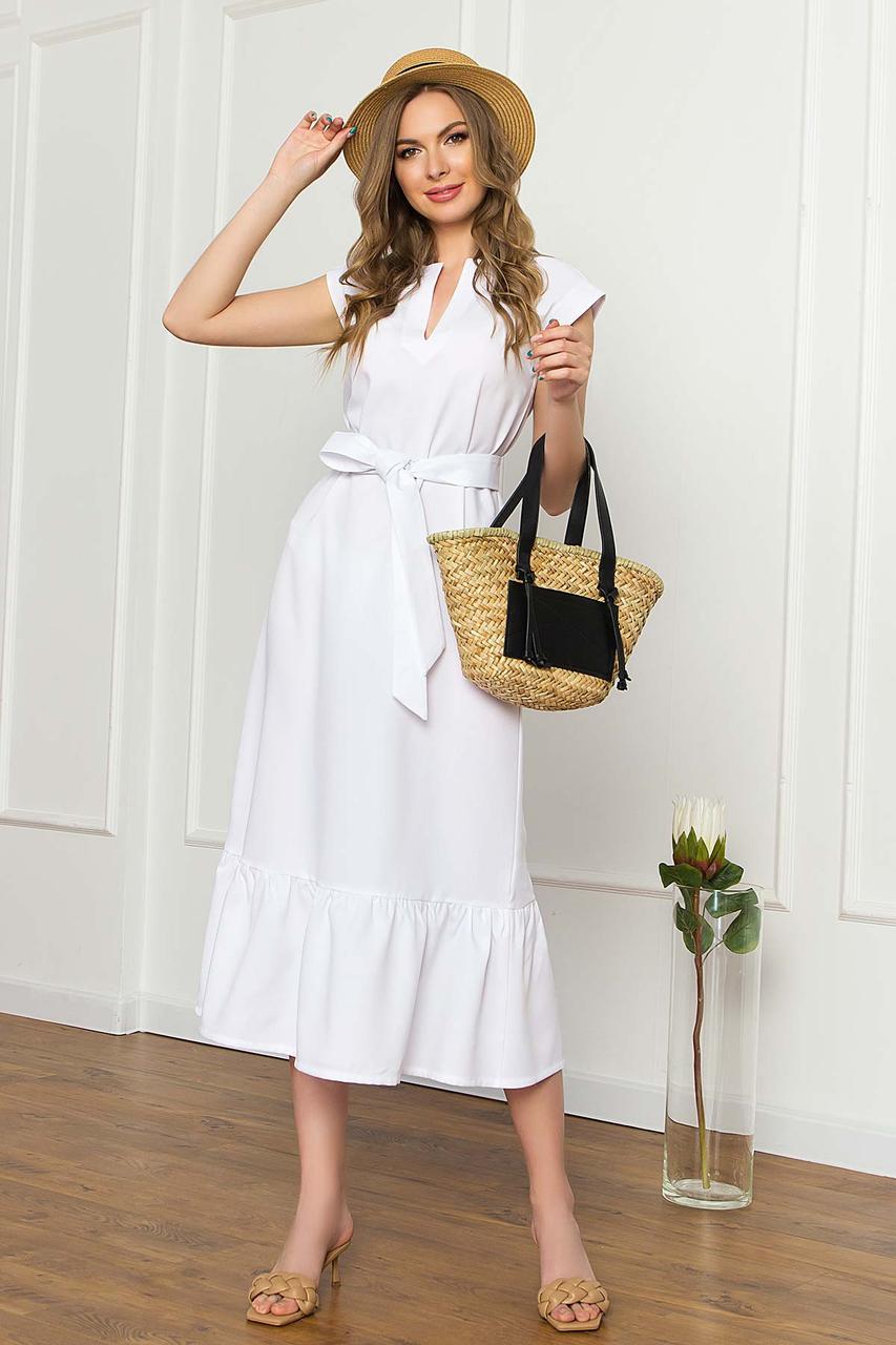 Платье миди свободного силуэта без рукавов, V-образный вырез, с поясом. Белого цвета