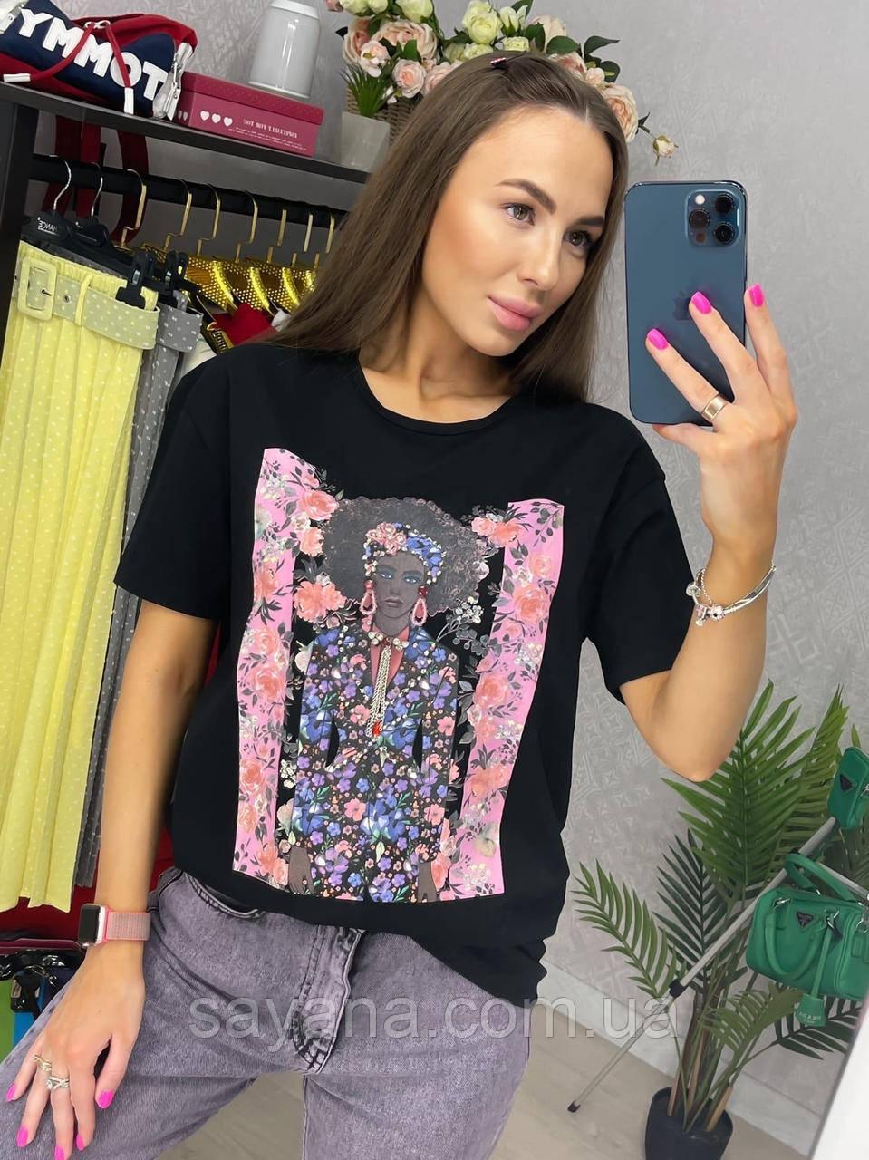 Женская хлопковая черная футболка с ярким принтом В-13-0521