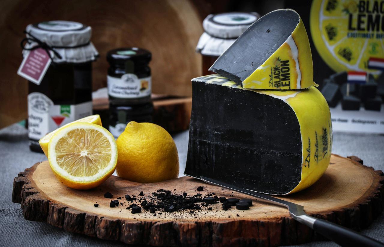 Сыр Tartufo черный с лимоном .Голландия