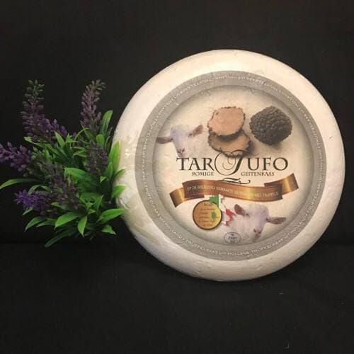 Сыр Tartufo из козьего молока с черным трюфелем.Голландия