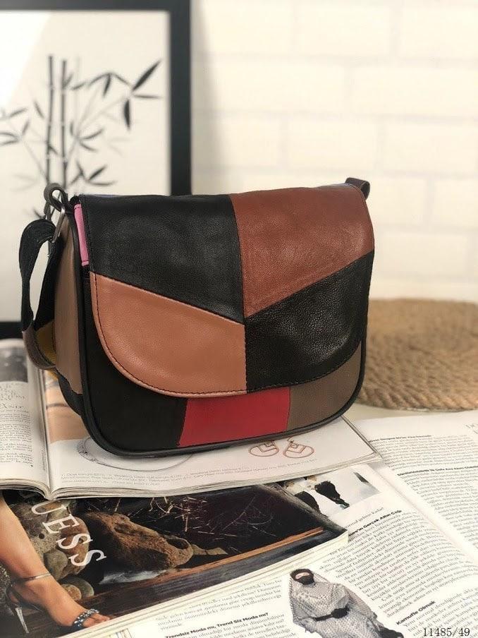 Женская черная сумка с цветными вставками натуральная кожа код 22-103