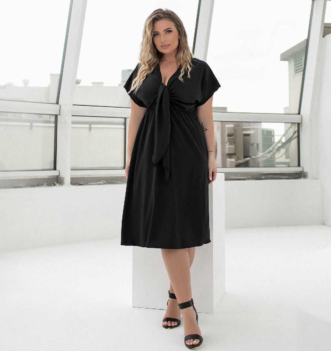 Летнее платье длины миди для полных женщин