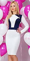 Женское нарядное платье молочного цвета с длинным рукавом и вырезом на спине.