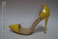 Желтые лаковые туфли с прозрачными вставками на шпильке