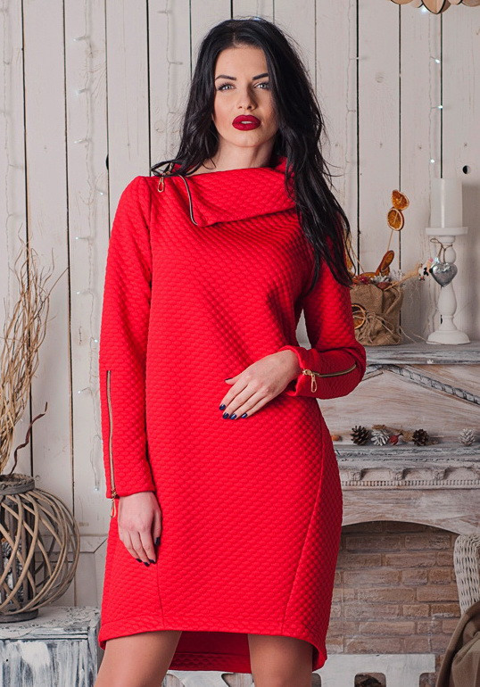 Тепле червоне плаття з коміром-стійкою