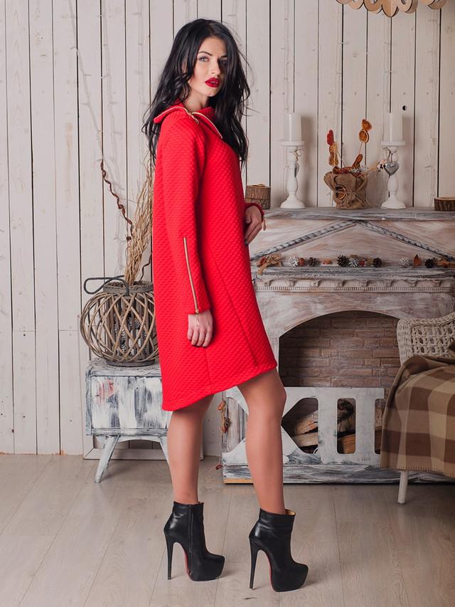 Стильное нарядное платье из стёганного трикотажа с воротником-стойкой на молнии