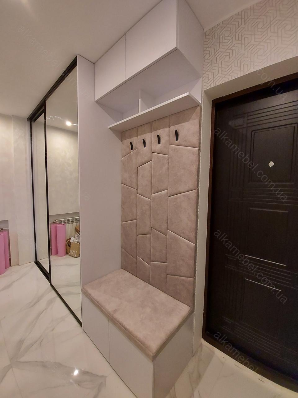 Шкаф купе с профилем Zola черный браш + зеркало. Мягкая прихожая с крючками.
