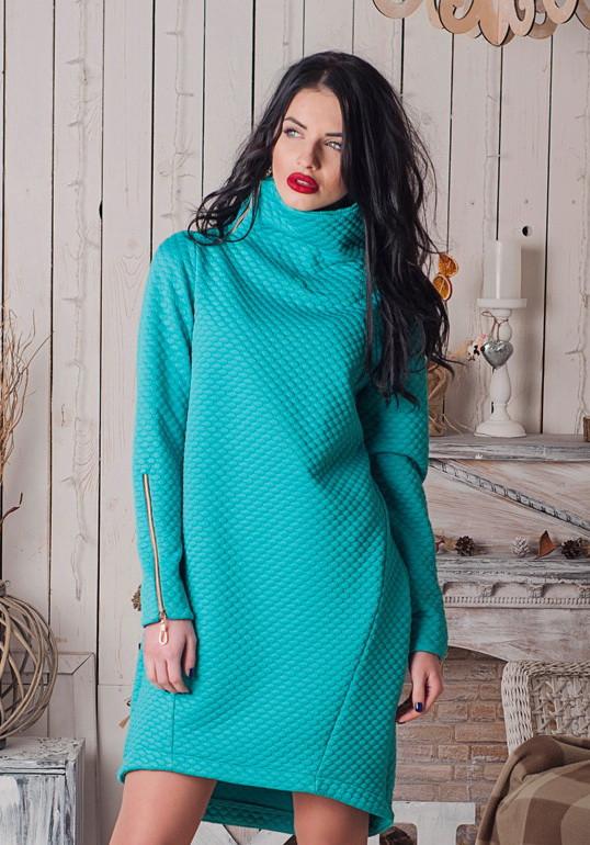 Теплое стильное женское платье с замками