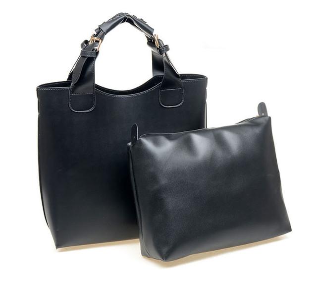 Женская сумка-шоппер черная вместе со съемным внутренним отделением.