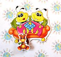 Магнитный стенд для крепления рисунка Пчёлки на диване
