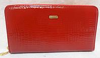 Женский кошелек из лаковой кожи. Красный