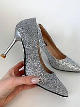 Туфли на шпильке с заостренным носком блестящие серебряные - лодочки