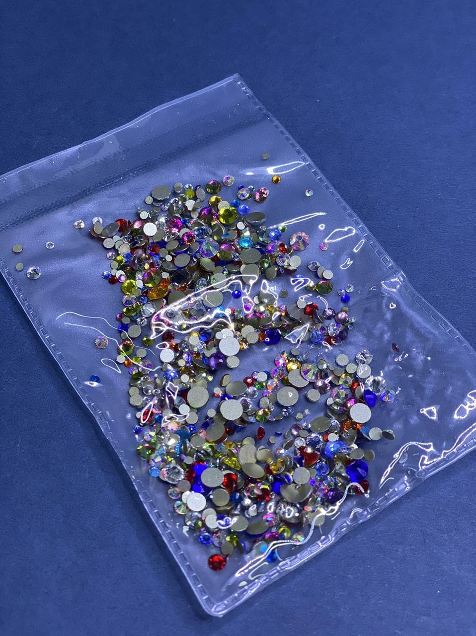 Камені стрази для дизайну нігтів різні кольори і розміри