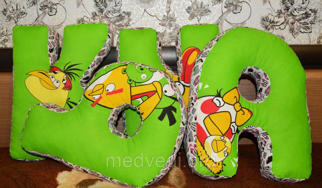Яркие подушки буквы, зеленого цвета, рисунок Angry Birds