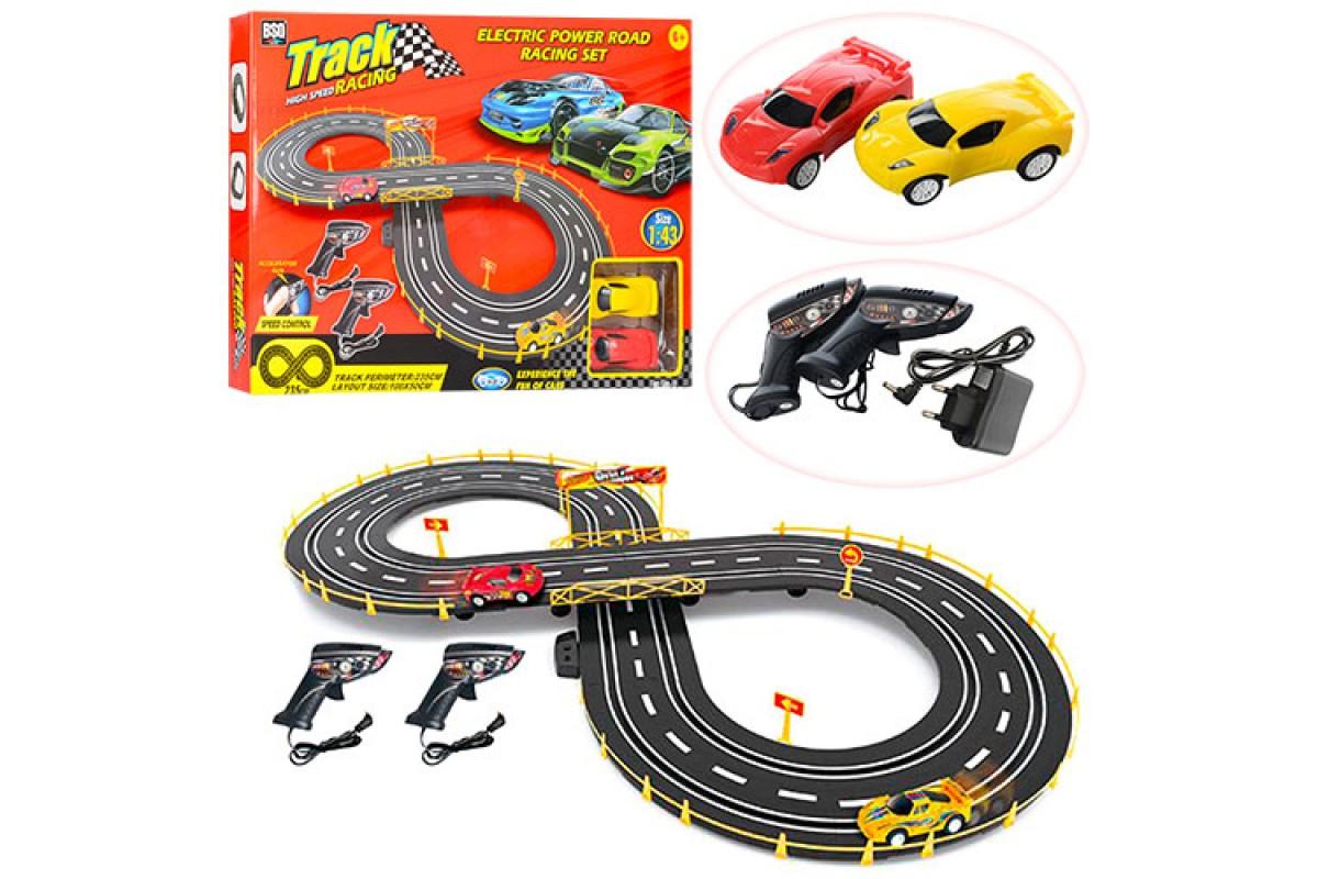 Дитячий гоночний трек на радіокеруванні 588-17A, в комплекті з двома машинками і пультами, працює від мережі