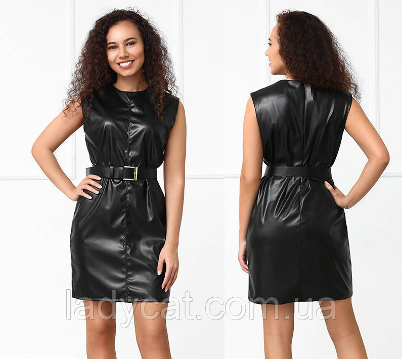 Черное платье из экокожи без рукав