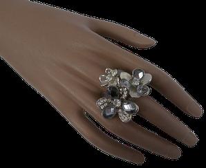 Жіноче кільце з квітами 18 сріблястий
