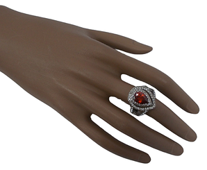 Жіноче кільце з червоним каменем 17 сріблясте