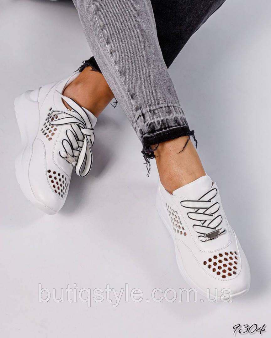 Женские белые кроссовки  натуральная кожа с перфорацией