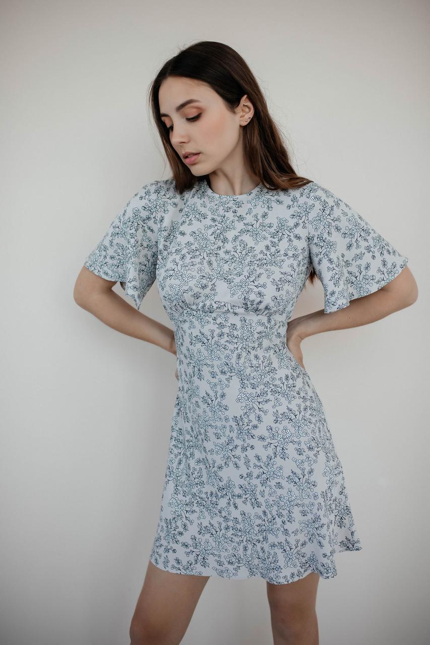 Коротке літнє плаття з штапелю