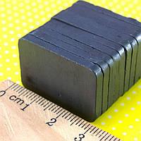 (10шт) Магнит ферритовый 30х20х3мм (прямоугольная форма) Выдерживает вес до 0,2 кг.