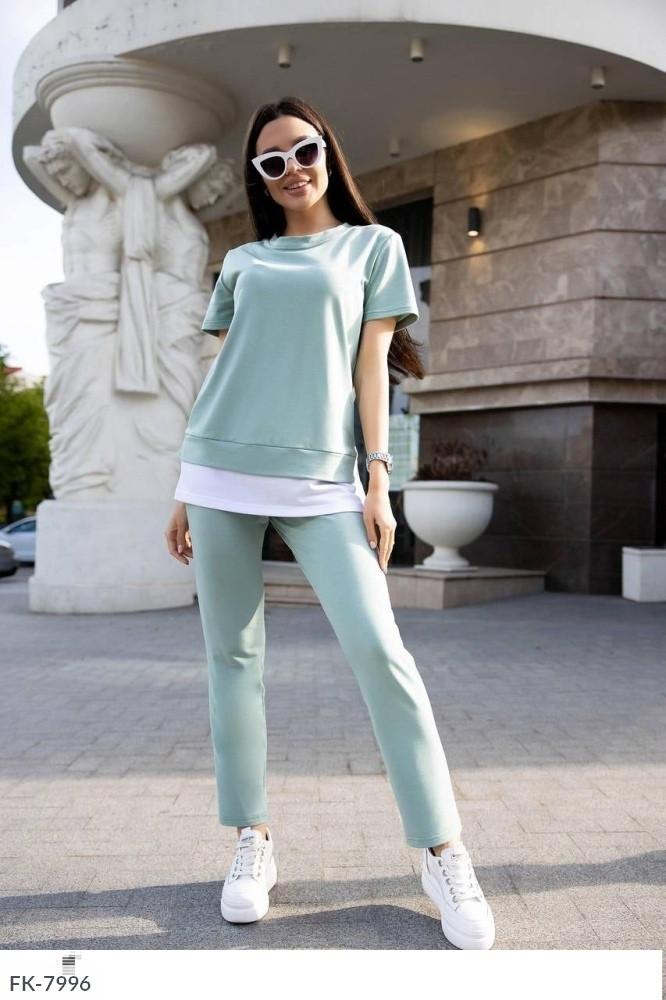 Женский брючный костюм с футболкой с имитацией рубашки (Батал)