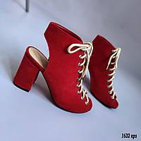Красные босоножки на шнуровке из замши